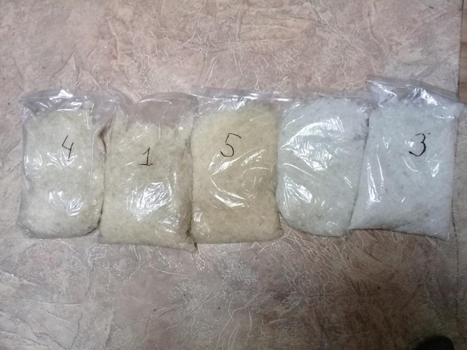 Синтетический наркотик фасовали по пакетам.