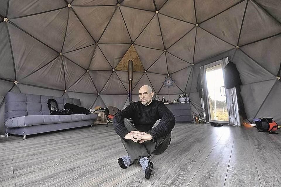 Спецкор «Комсомолки» Дмитрий Стешин в своем куполе: говорите, замерзну? Да мне дверь приходится держать нараспашку, чтоб не вспотеть.
