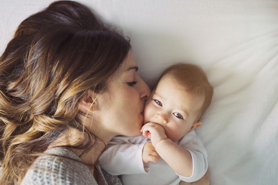 Президент России Владимир Путин заявил, что семьи с маленькими детьми в ближайшие три месяца начнут получать дополнительную поддержку.