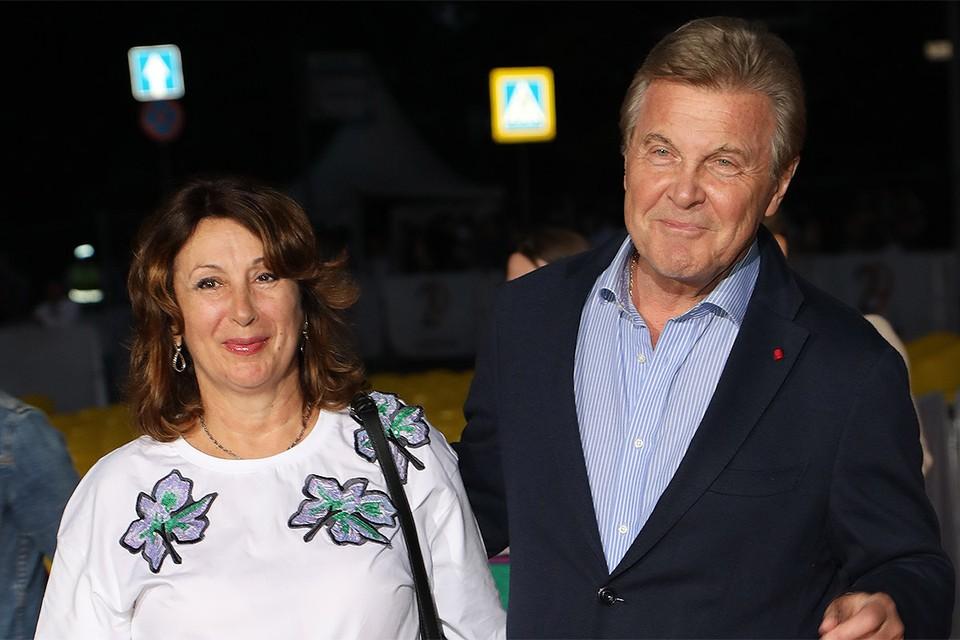 Певец Лев Лещенко с супругой Ириной.