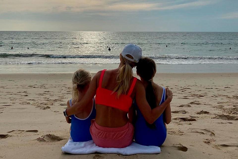 Татьяна Тотьмянина с детьми улетела в Таиланд