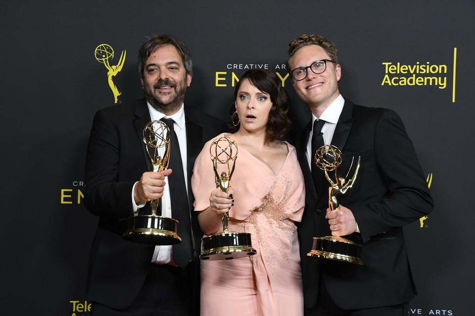 """В 2019 Адам Шлезингер был награждён Эмми за музыку к сериалу """"Чокнутая бывшая"""", которую он написал в соавторстве с Рейчел Блум и Джеком Долдженом"""
