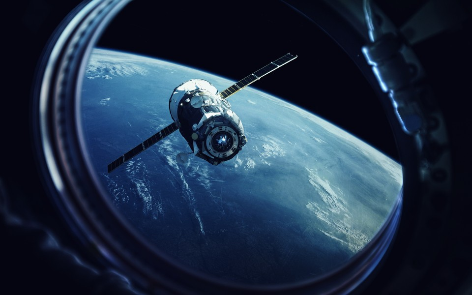 Художник планирует таким образом привлечь внимание к проблеме загрязнения космического пространства. Фото: shutterstock.com