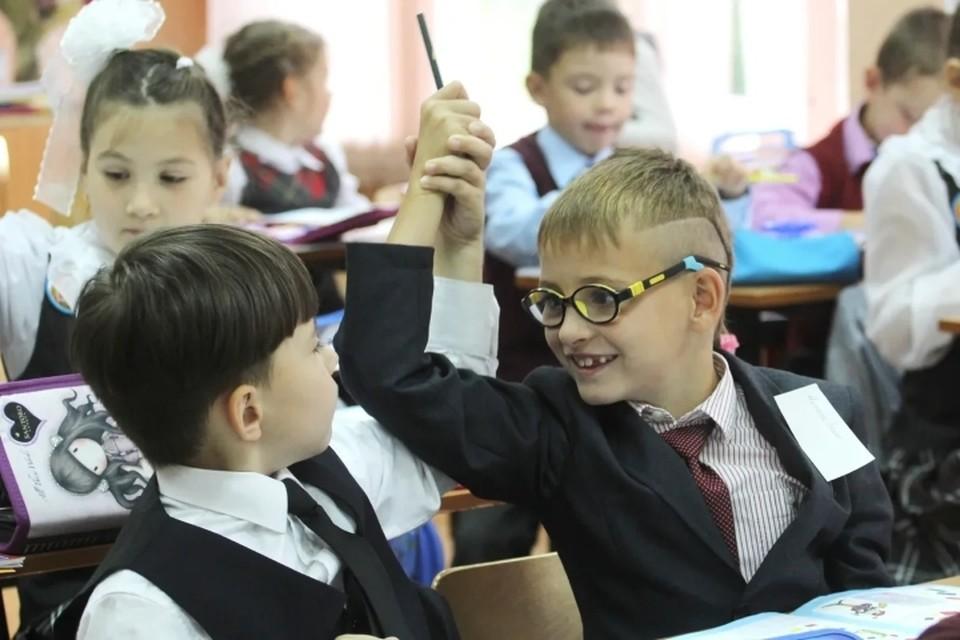 В Ленобласти обещают выдать сухпаек всем школьникам, чьи семьи оказались в трудной жизненной ситуации.