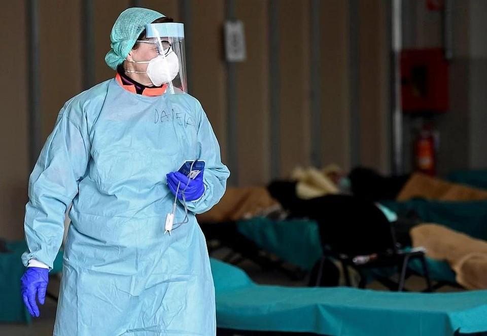 Женщина умерла на похоронах матери, скончавшейся от коронавируса