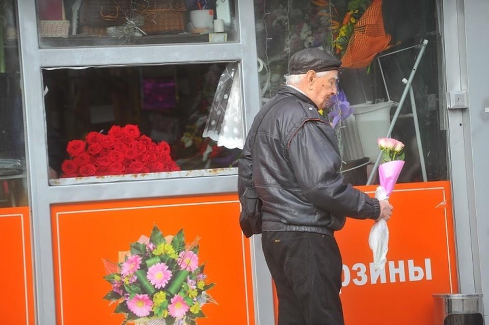 Под Екатеринбургом закрыли цветочный ларек, который нарушал карантин