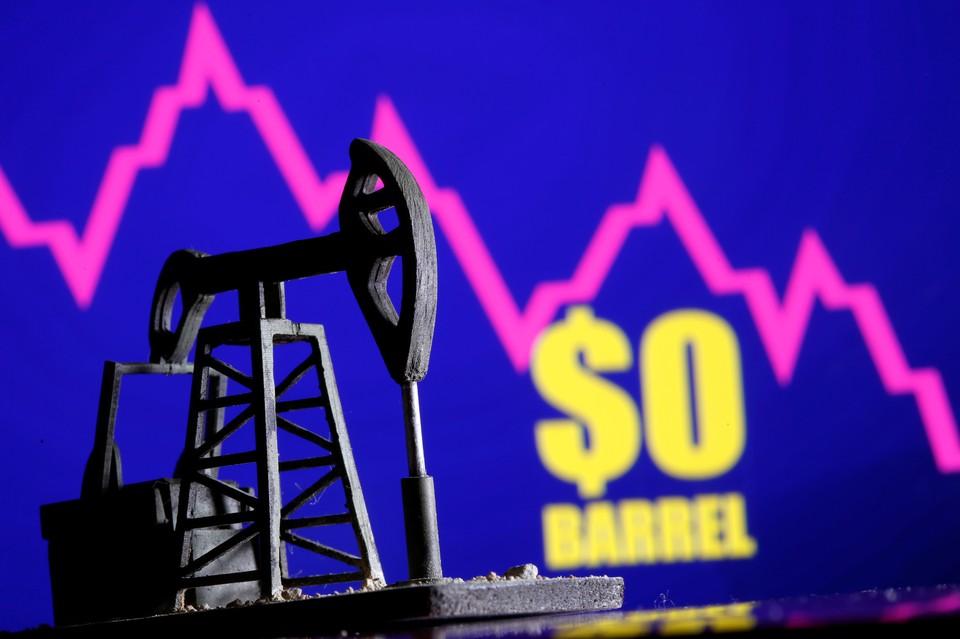 На торгах 20 апреля цена на фьючерсы нефти WTI рухнула.