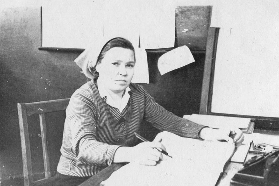 Анна Рябова, нарядчик локомотивных бригад, 1962 год.