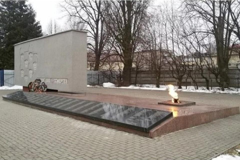 Инцидент произошел на территории мемориального комплекса, расположенного на улице Комсомольской.