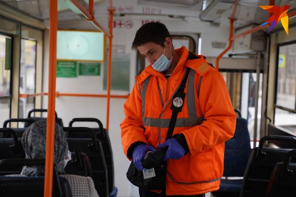 Автобусы ходят практически пустые из-за коронавируса.