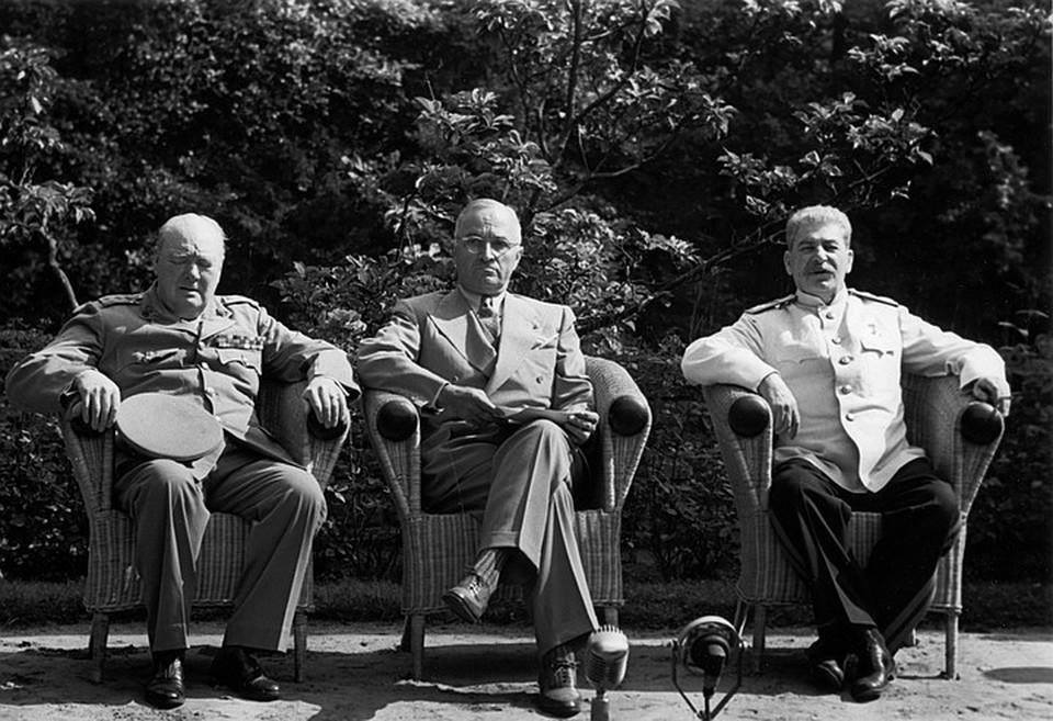 Сталин, Черчиль и Трумэн во время встречи в Потсдаме летом 1945 года.