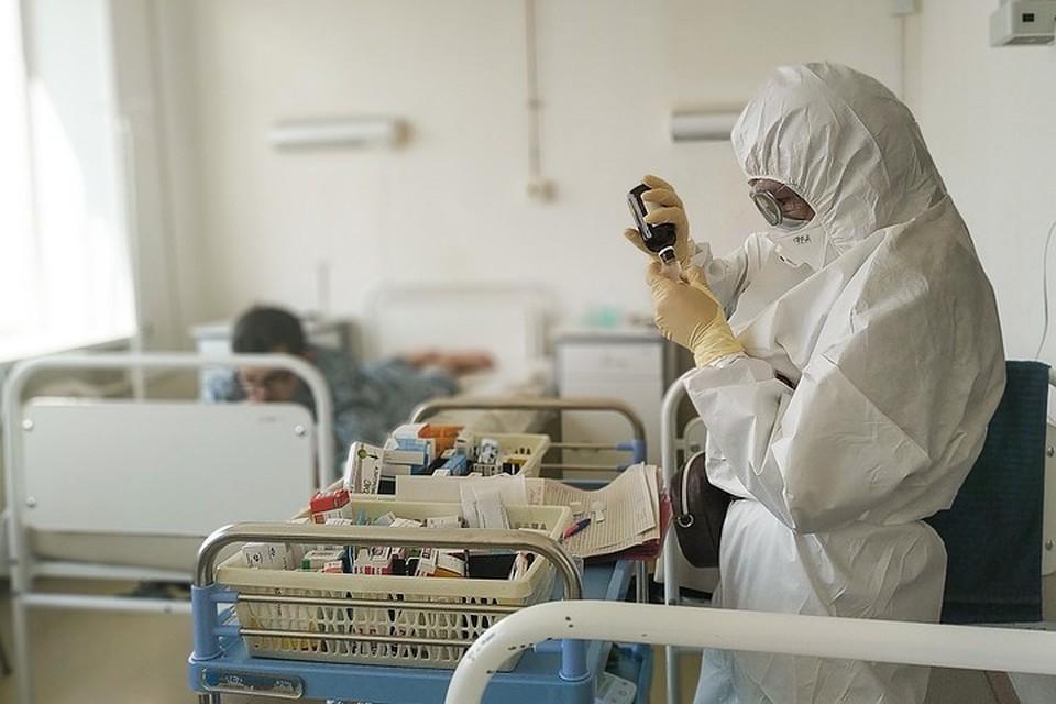 В одной палате лежат несколько больных коронавирусом
