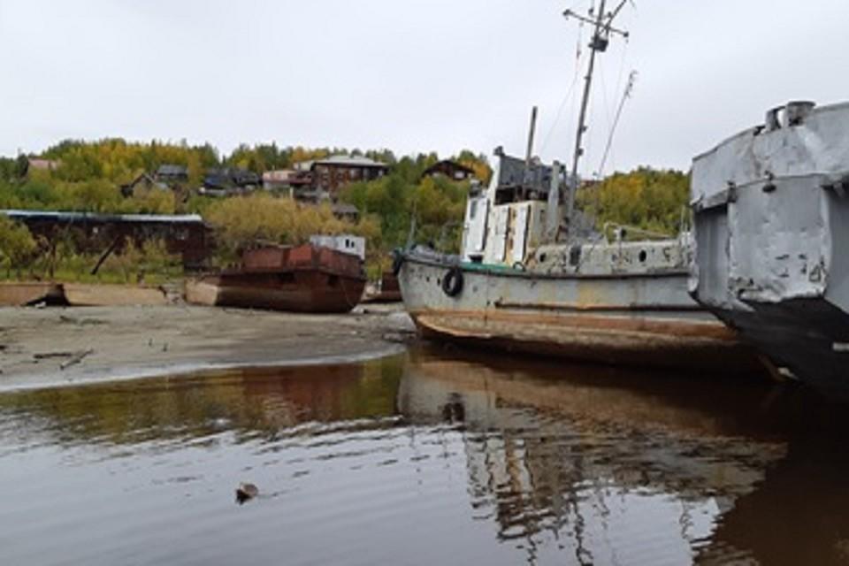 В Лабытнанги разыскивают владельцев брошенных судов Фото: lbt.yanao.ru