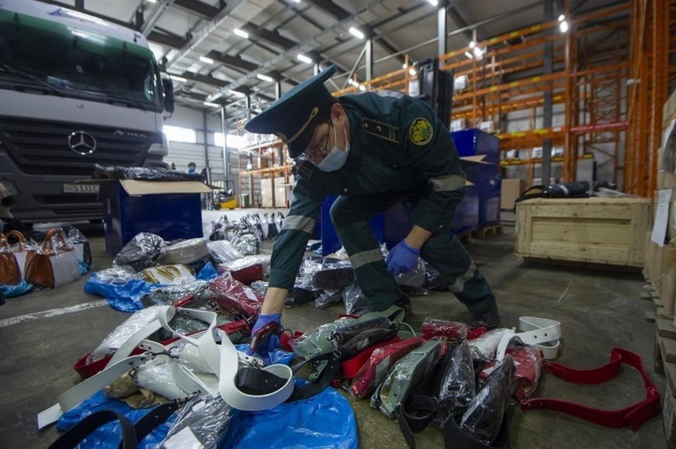 С начала года уральские таможенники нашли контрафактную одежду и игрушки на 370 миллионов