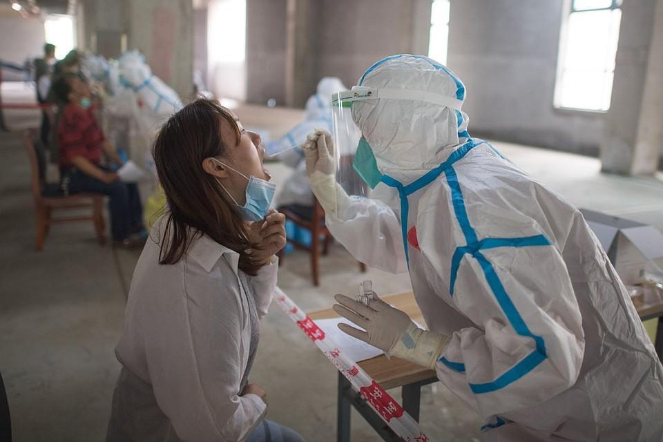 В Китае фиксируют новые вспышки коронавируса. Пока в очень скромных масштабах.