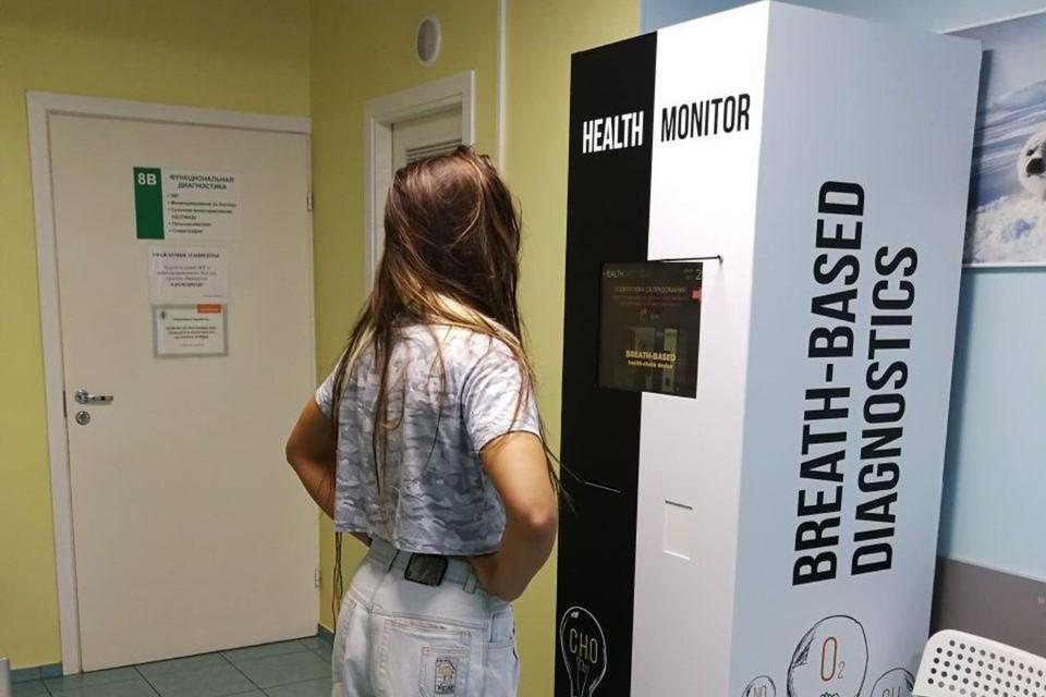 Установка напоминает шкаф, к которому присоединена трубочка. Фото: healthmonitor.pro
