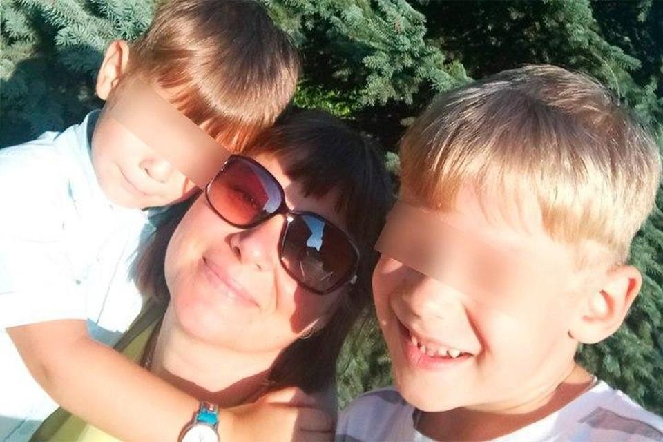 Женщина погибла, когда шла вместе с детьми домой