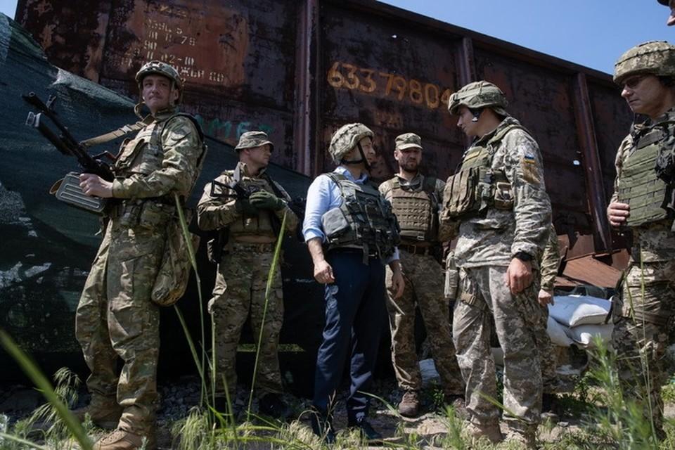 Еще год назад во время первой поездки в Донбасс Владимир Зеленский дурил всем голову словами о скором мире. Фото: ОПУ