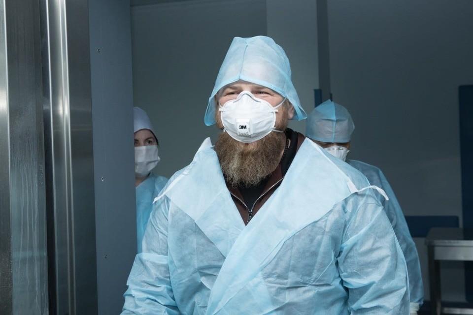 Рамзан Кадыров часто посещал медперсонал больниц с больными коронавирусом. Фото: пресс-служба главы Чечни