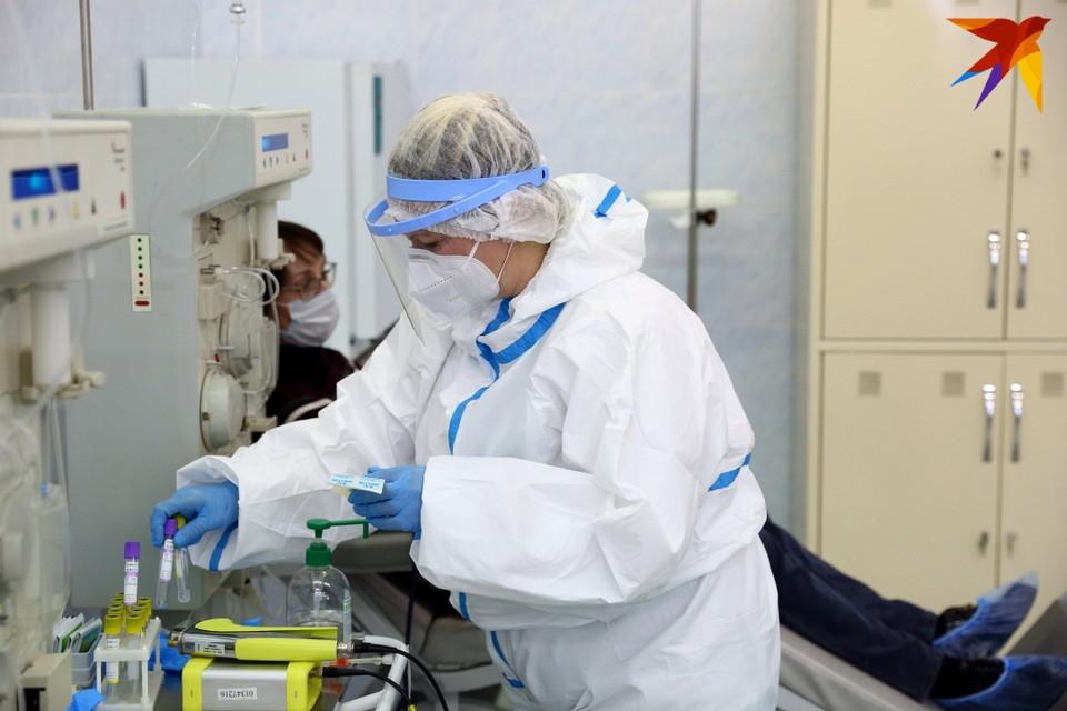 Впервые в мае новых случаев коронавируса меньше 900.