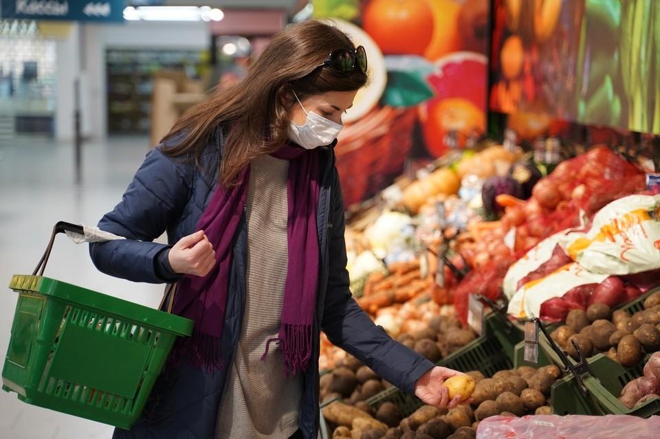Покупатели далеко не всегда готовы надевать маски