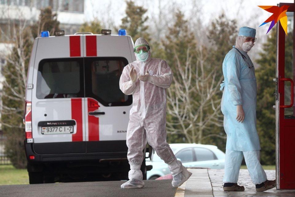 Изменения, которые внес новый приказ Минздрава, в том числе прописывают новые правила и сроки проведения мазков на коронавирус и экспресс-тесты на антитела к коронавирусной инфекции.
