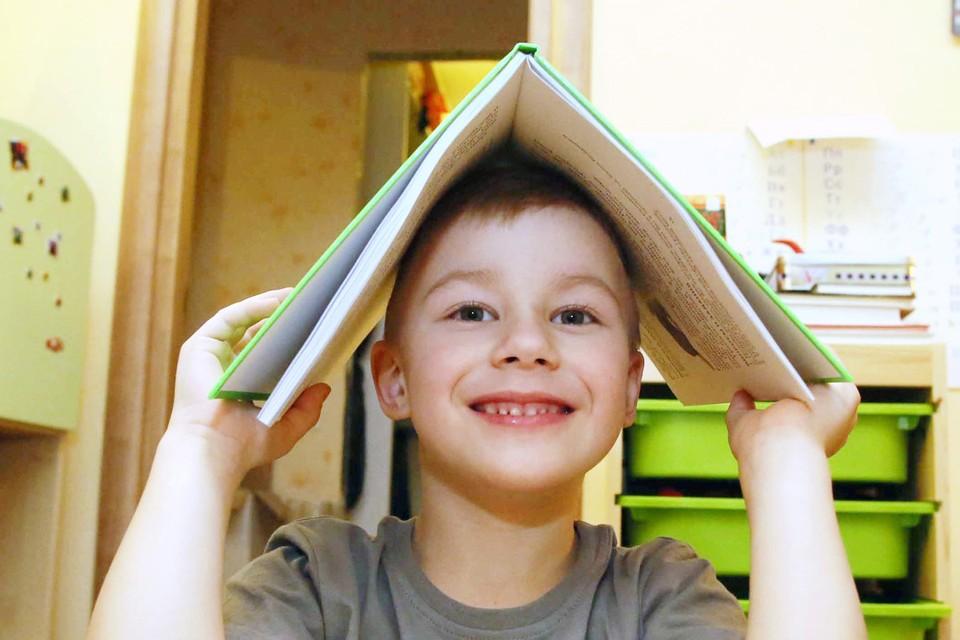 Издательство «Комсомольская правда» подобрало 7 книг, которые поднимут настроение, научат хорошему и просто сделают вас чуть ближе друг другу