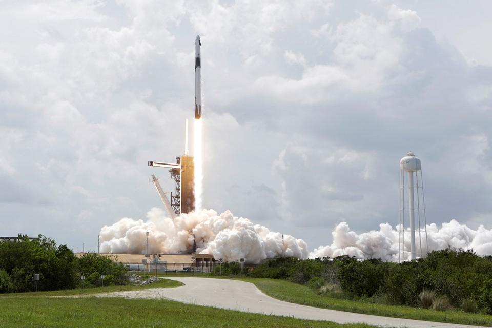 Американский пилотируемый корабль Crew Dragon с астронавтами Дагласом Хёрли и Робертом Бенкеном на борту должен осуществить стыковку с Международной космической станции в воскресенье, 31 мая.