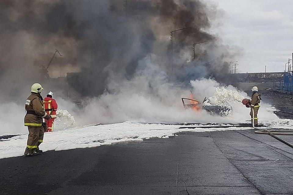 В Норильске ликвидируют последствия утечки дизельного топлива из резервуара на ТЭЦ. Фото: ГУ МЧС России по Красноярском краю