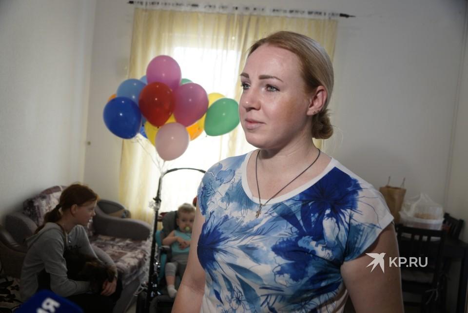 У Юлии трое детей, женщина живет без мужа и платит ипотеку.