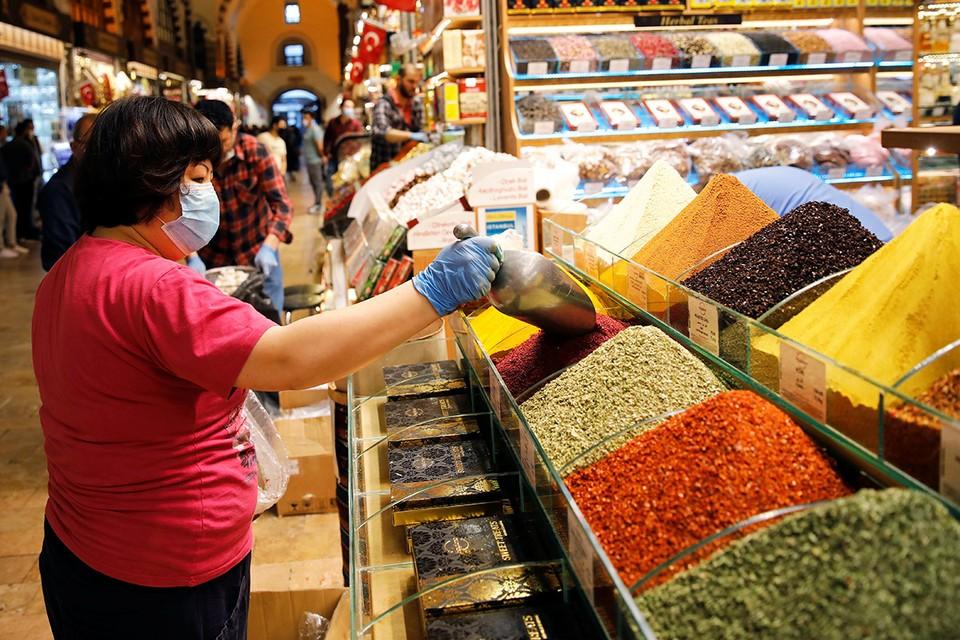 В Стамбуле вновь заработал знаменитый рынок Гранд Базар.