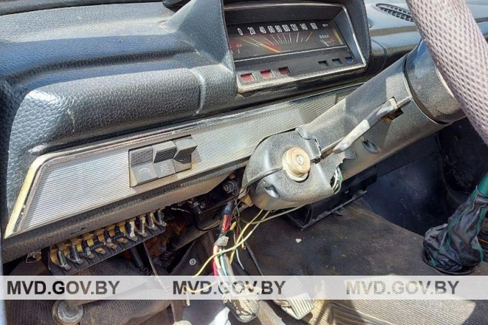В машине не было аккумулятора. Оказалось, что хозяин его снял, чтобы не украли. Фото: mvd.gov.by