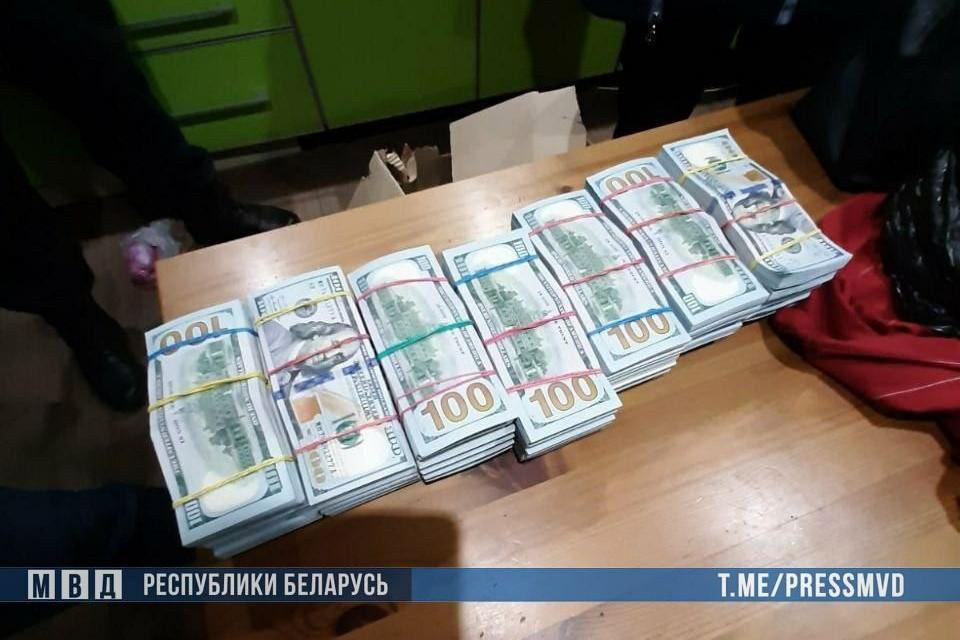 На даче у матери Тихановского нашли $900 тысяч. Фото: МВД