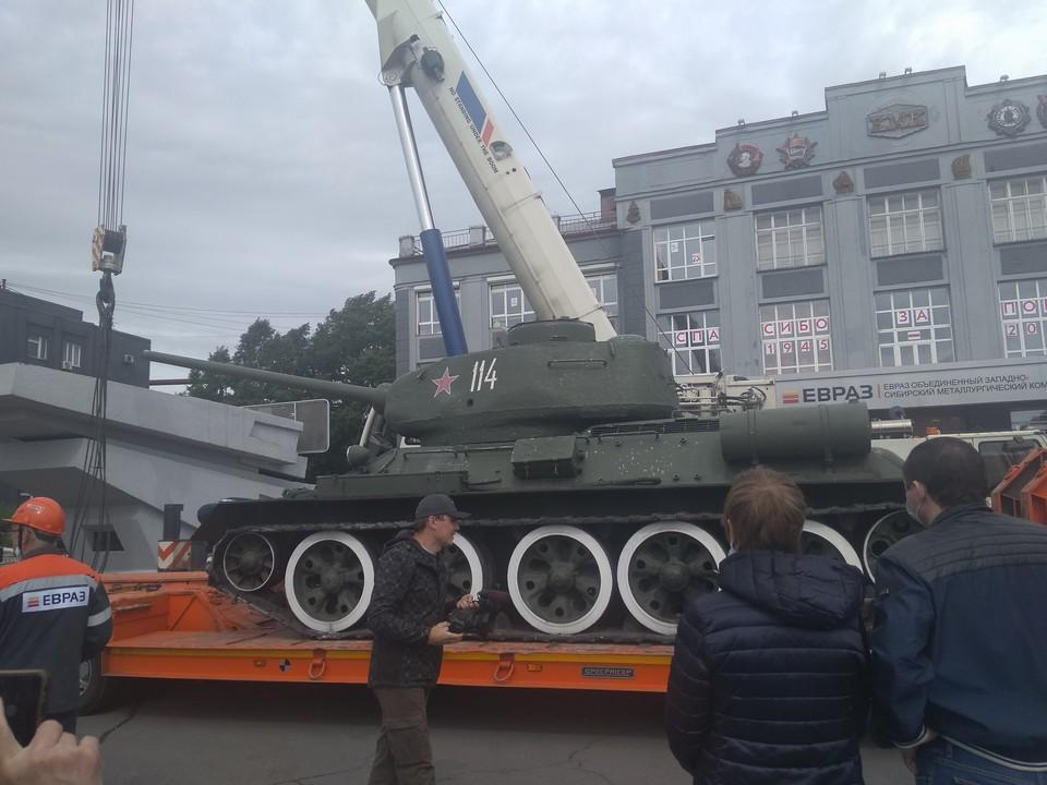 У снятого в Новокузнецке танка Т-34 завели мотор