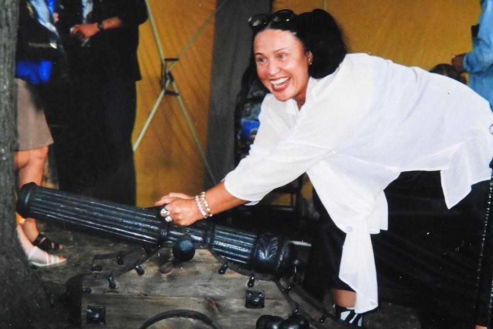 О том, что Надежда Бабкина периодически «колдует» надо своим обликом говорят и архивные снимки звезды. Фото: Ирина Барышева
