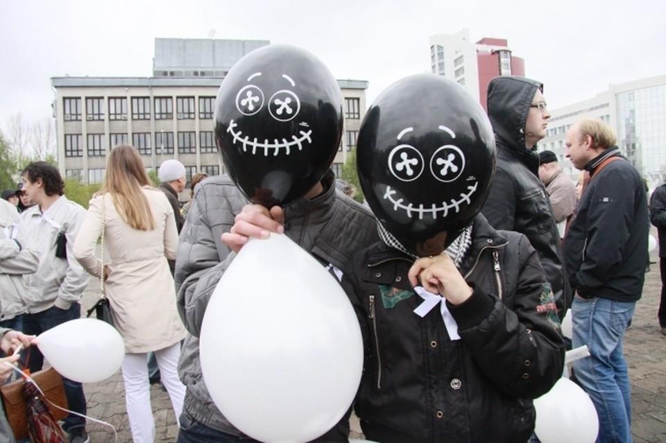 В Петербурге запретят продавать несовершеннолетним шарики с веселящим газом