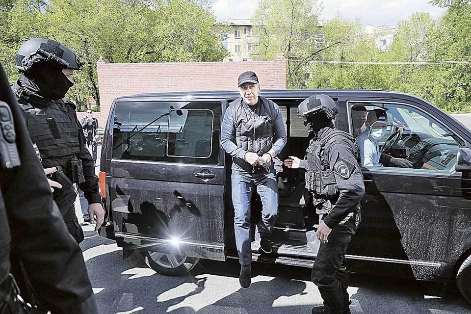 Задержание Быкова. Когда-то всесильный «хозяин Красноярска» теперь в наручниках.