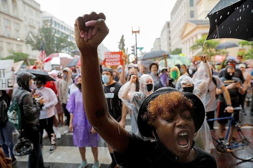 Протесты, поводом для которых стала смерть Джорджа Флойда, не утихают в США уже почти две недели.