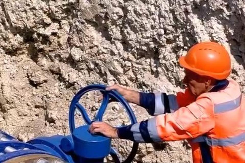 Запуск артезианской воды в Симферополь из Вилинского водозабора. 12 июня 2020 года. Скриншот видео.