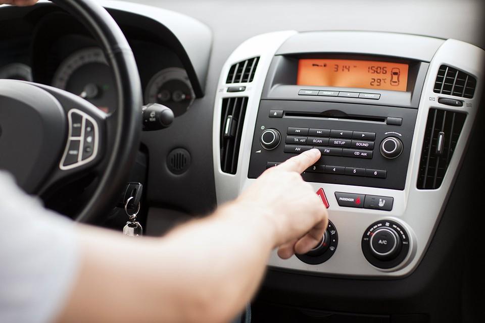 17 июня водители в Москве и Подмосковье поймали на свои магнитолы иностранное радио.
