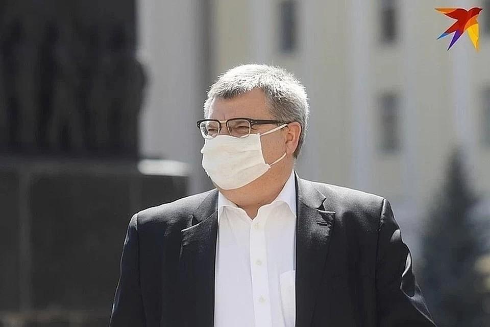 Виктора Бабарико с сыном вызвали на допрос в ДФР, обыск проходит в доме экс-банкира.