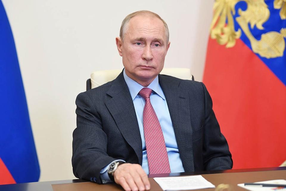 Путин присвоил пятерым врачам звания Героев Труда