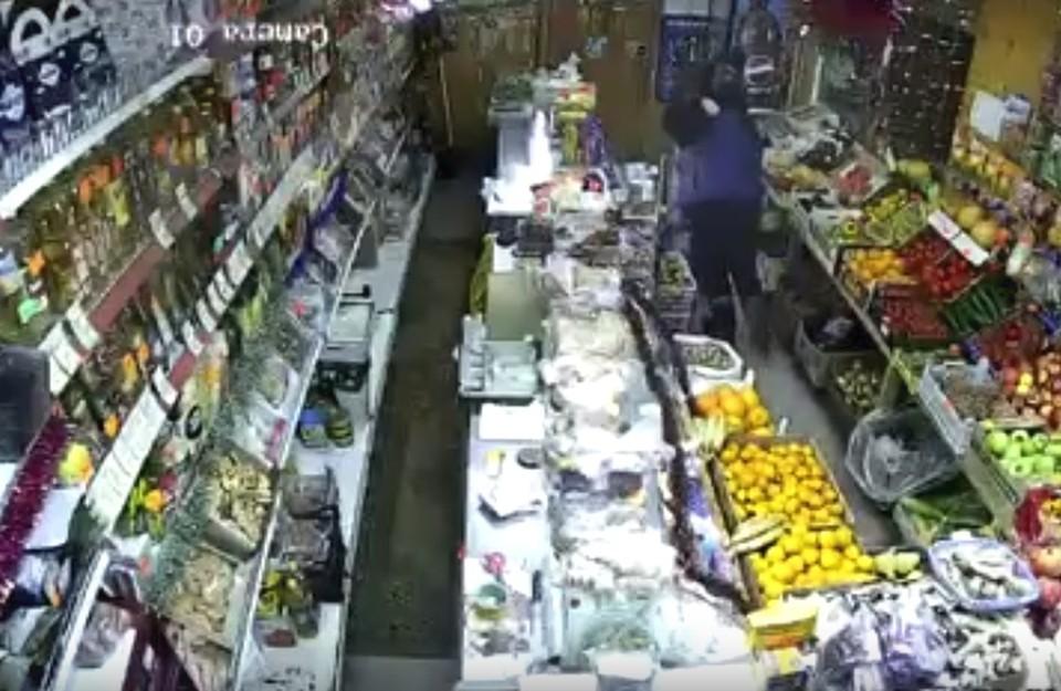 Скрин из видео с нападением