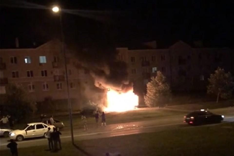 Пожар после взрыва выглядел ужасающе