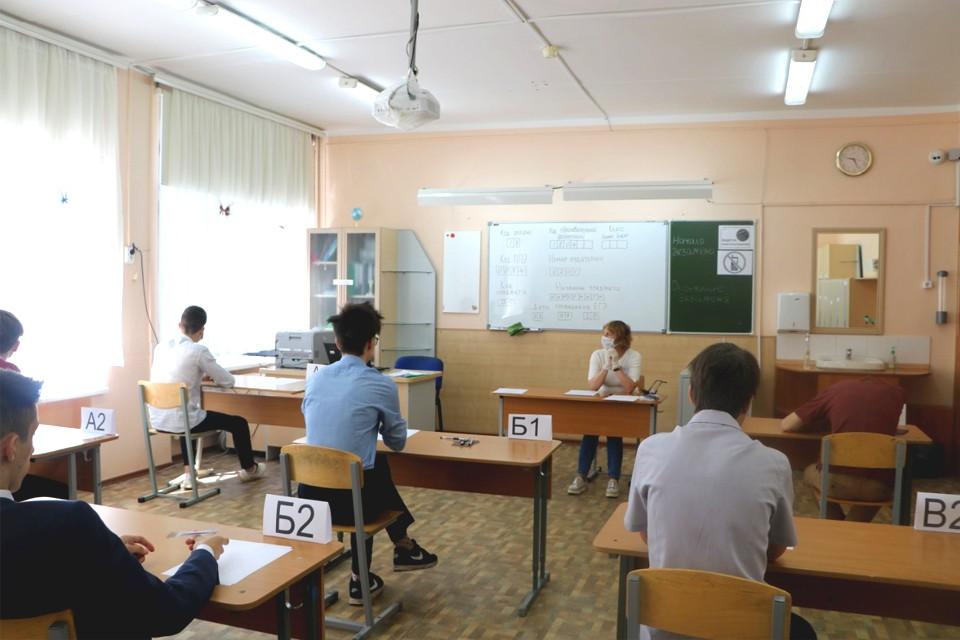 ЕГЭ по-новому: как выпускники Удмуртии сдают первые экзамены в период пандемии