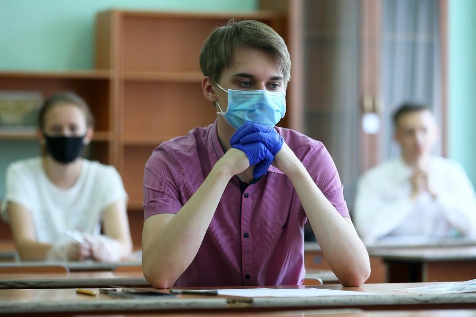 Экзамены проходят спокойно и ровно, - отчитался временно исполняющий обязанности руководителя Рособрнадзора Анзор Музаев. Фото: Владимир Смирнов/ТАСС