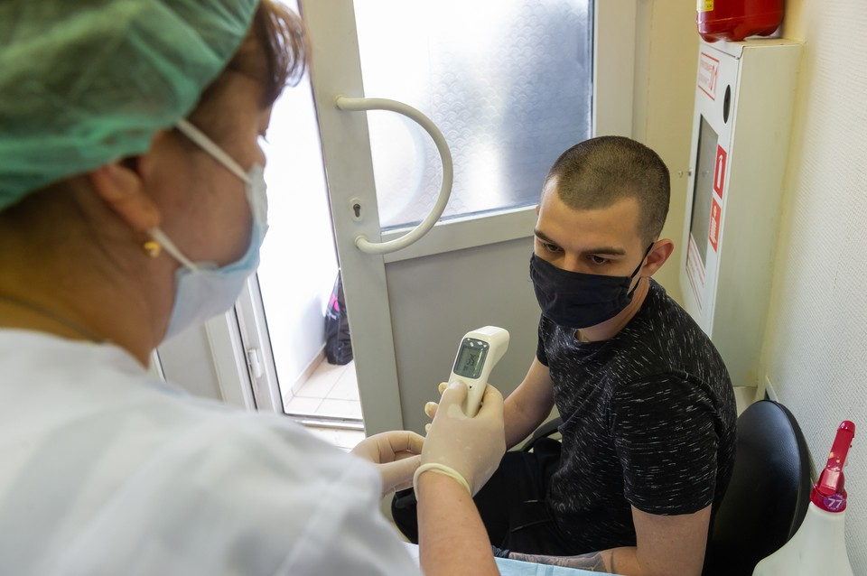 По словам петербургского патологоанатома, некоторые ученые понадеялись, что новый коронавирус похож на грипп, и недооценили его опасность.