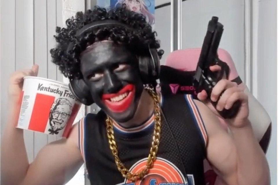 Теперь он чрезвычайно популярен из-за своих стримов (видеотрансляций в Интернете), в ходе которых он оскорбляет темнокожих интернет-пользователей и насмехается над движением Black Live Matter.