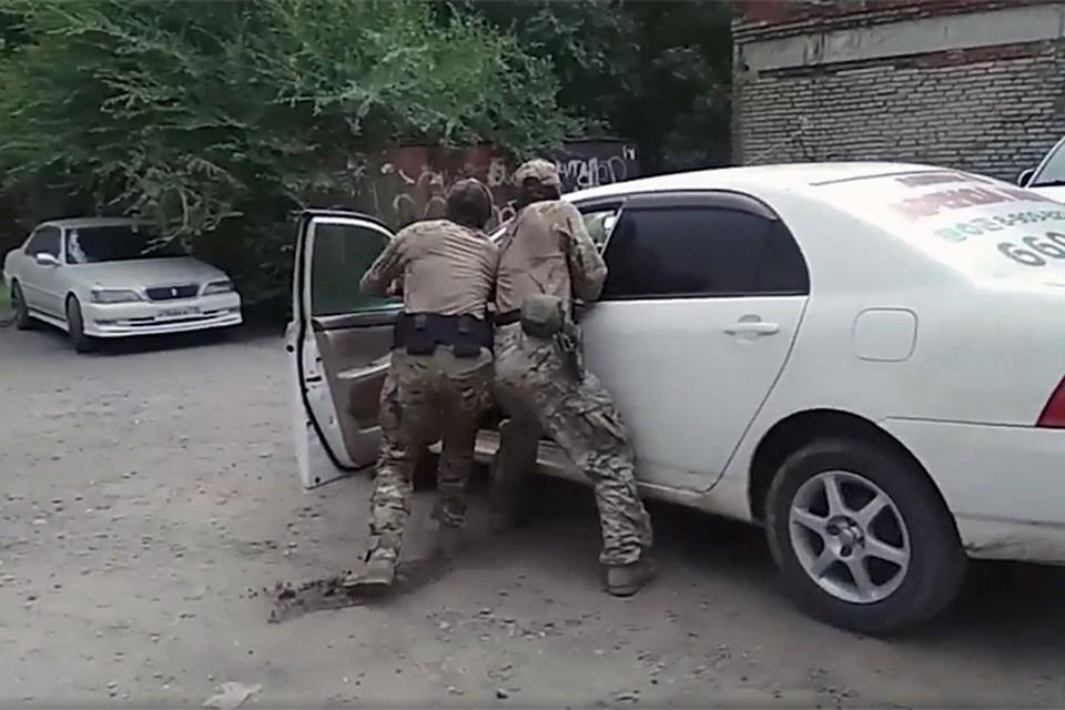 Задержан 32-летний гражданин одной из Центрально-азиатских республик, который по указанию главарей международных террористов планировал совершить террористический акт
