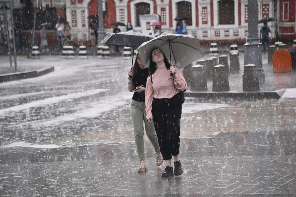 Главная же аномалия в том, что рекордные дожди заливают Москву уже третий месяц подряд.